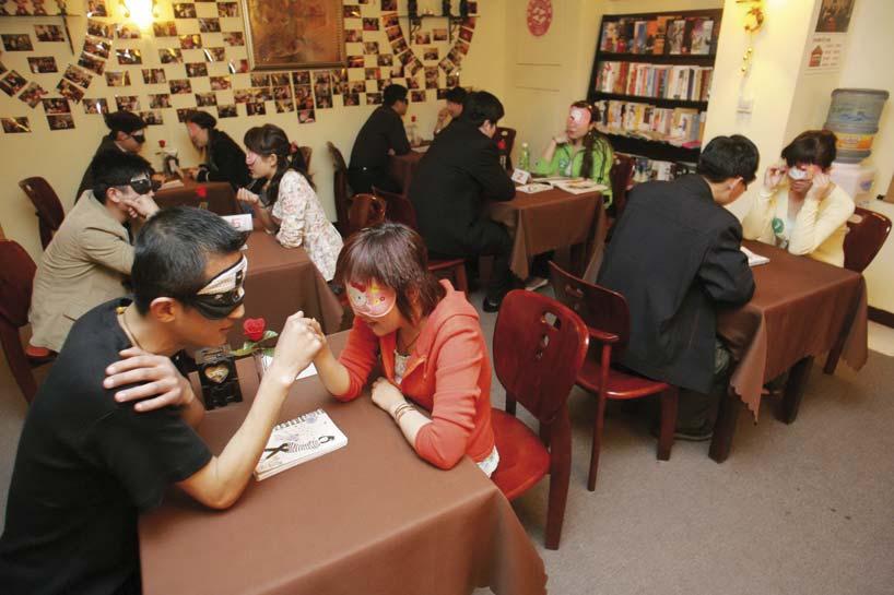 Jóvenes chinos durante una cita a ciegas masiva. Foto: CFP