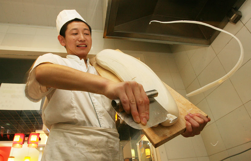 Elaboración artesanal de pasta china.