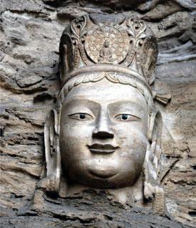 Una de las más de 2.000 esculturas de las Grutas de Mogao.