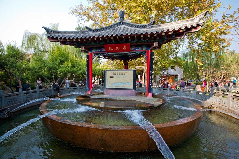 Fuente en el manantial Baotu. Jinan.