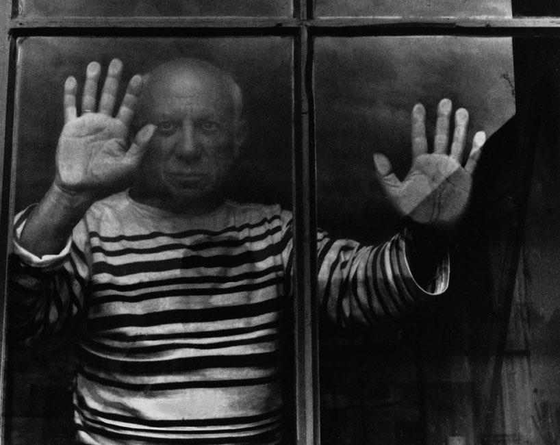 Picasso en su estudio.