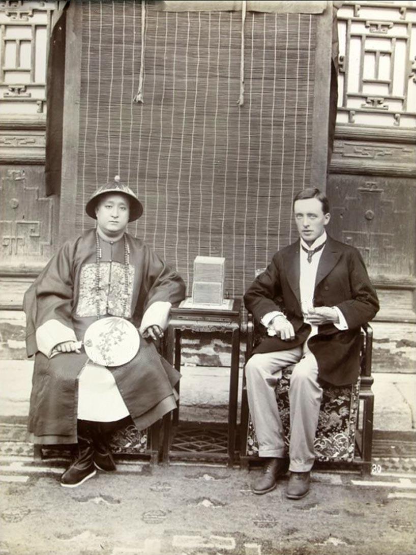 Duke Kung y Reginald Johnston (1905).