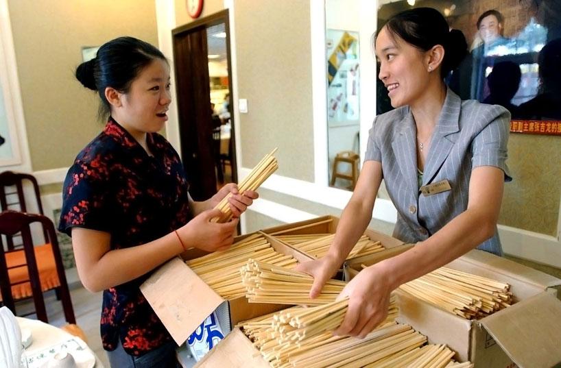 La materia prima de los palillos que se utilizan hoy en día ha evolucionado considerablemente. (CFP) - palillos chinos