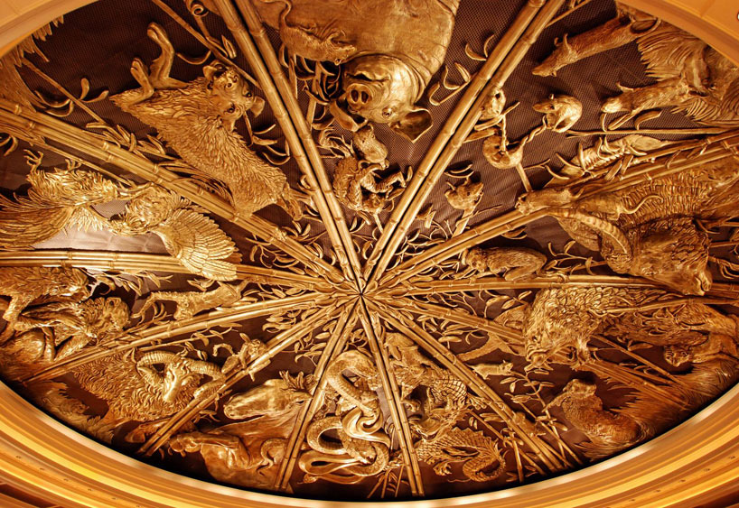 Techo de un edificio de Macao que representa los doce animales del horóscopo chino.