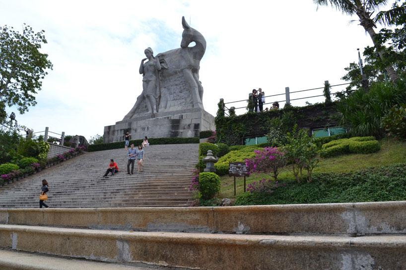 Escultura en el parque Luhuitou