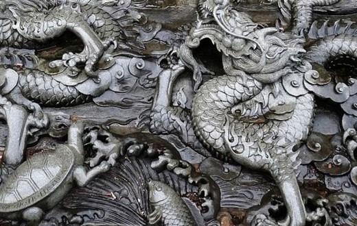 Dragones labrados en piedra en un templo de Fuzhou, provincia de Fujian.