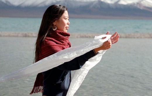 La khata es una prenda tradicional de seda utilizada como objeto ritual en las culturas tibetana y mongola.