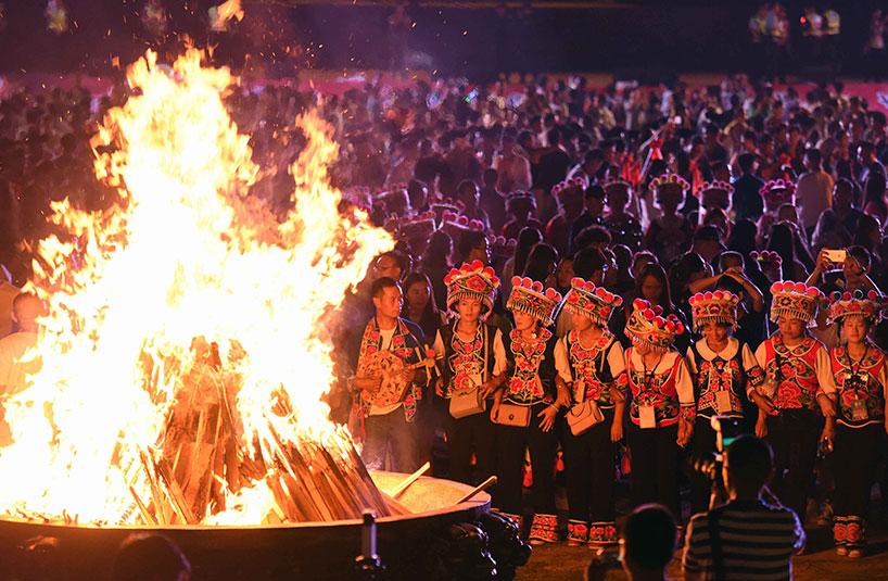 Fiesta de la Antorcha de la etnia yi. Kunming