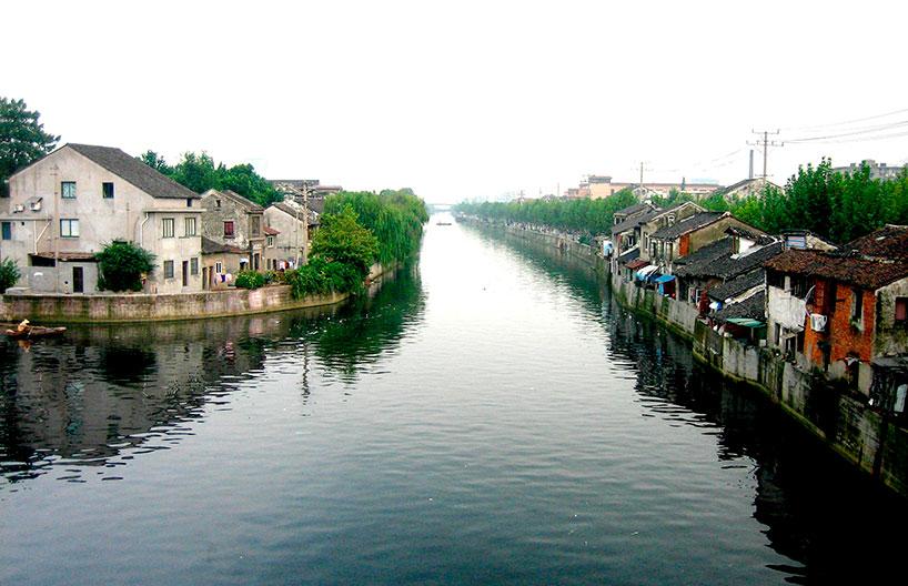El Gran Canal, construido por el emperador Kublai Kan en el siglo XIII, convirtió a Tianjin en el mayor almacén de grano.