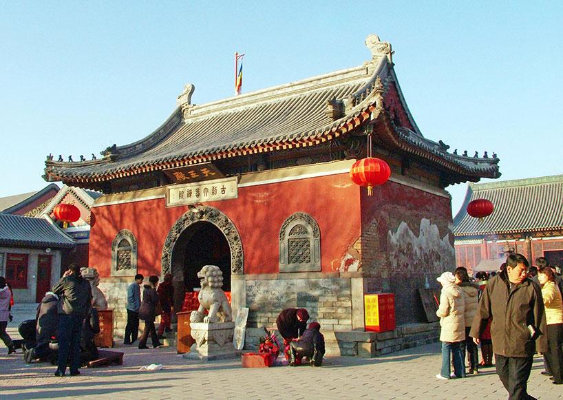 El Templo Dabei con una extensión de 10.600 m2 es el mayor y mejor consevado monasterio budista de Tianjin.