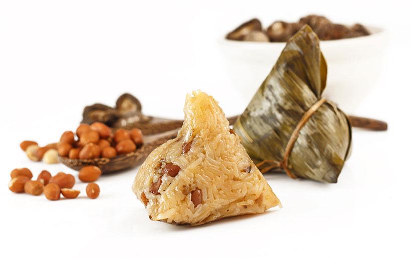 Bolas de arroz glutinoso conocidas como zongzi.
