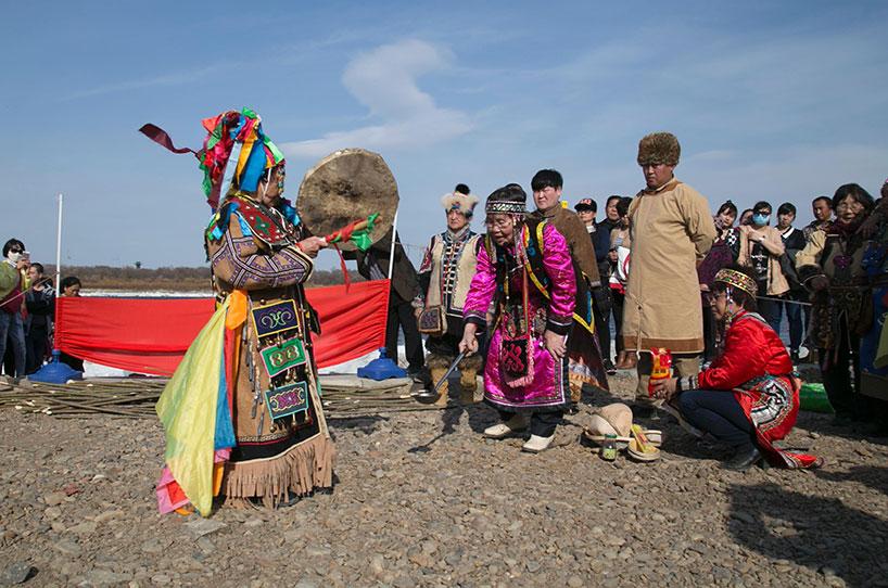 Ceremonia chamánica de las etnias del Noroeste de China.