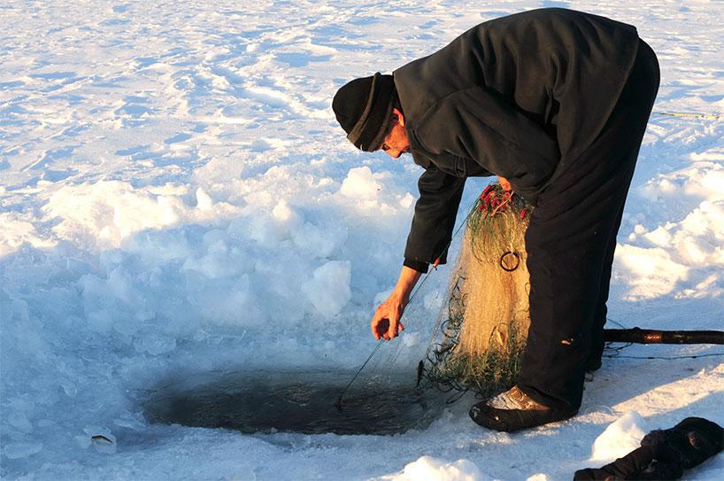 Pescador de la etnia hezhen.