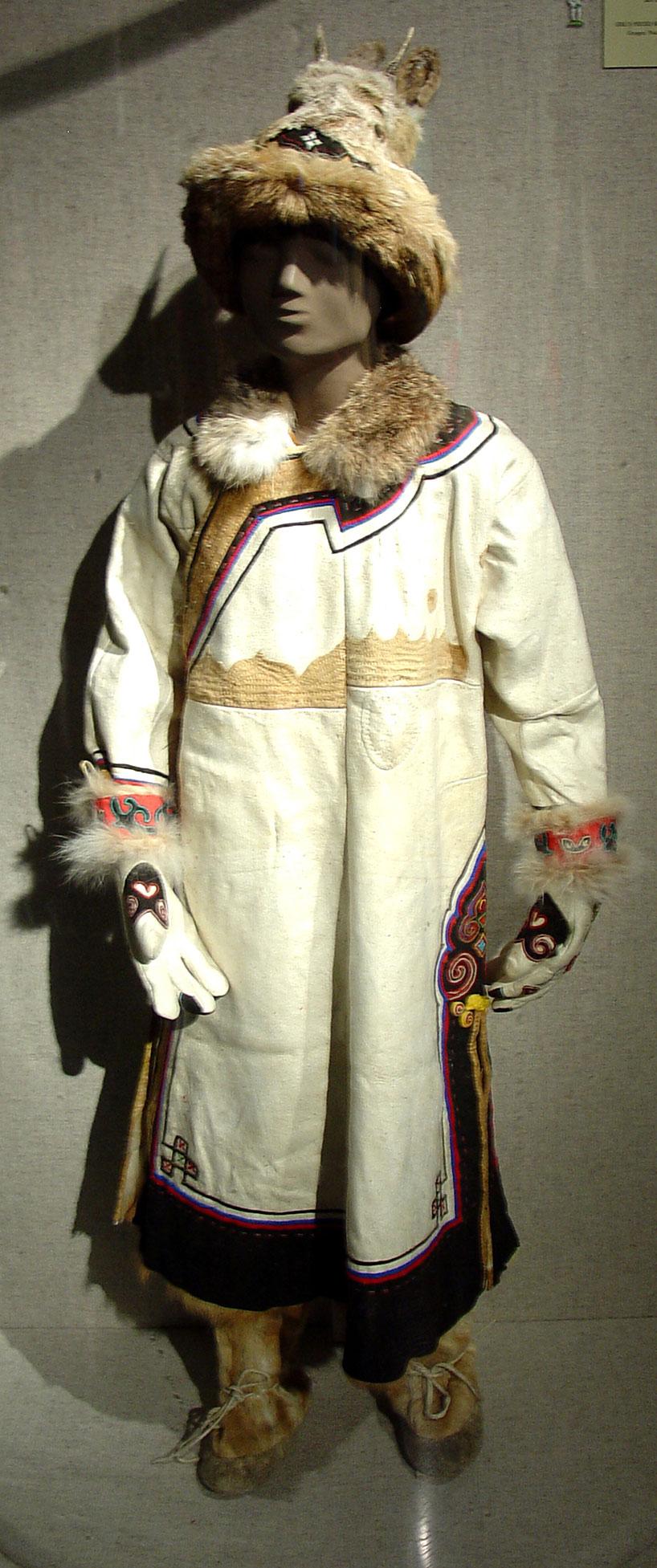 Atuendo típico de los cazadores del pueblo oroqen.