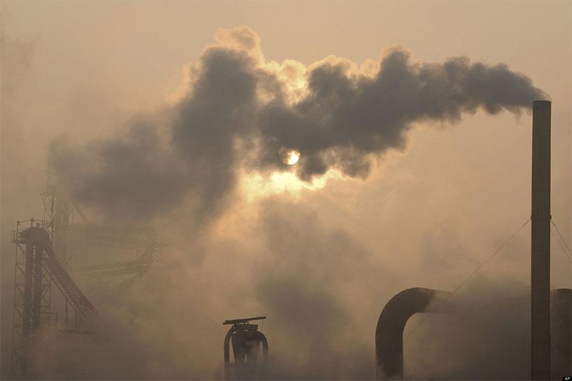 La contaminación medioambiental es cada vez más grave Huánjìng wūrǎn yuè lái yuè yánzhòngle 环境污染越来越严重了